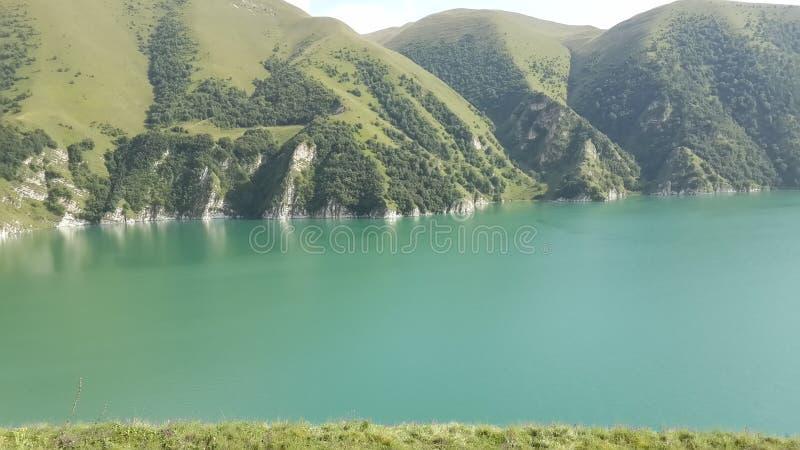 Lago e rocha imagens de stock royalty free