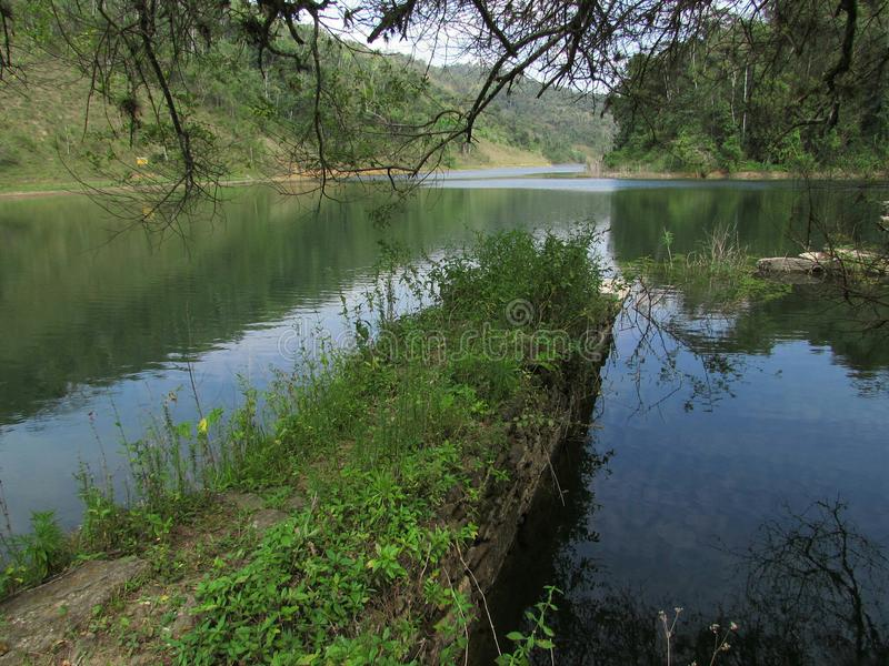 Lago e rovine immagini stock libere da diritti