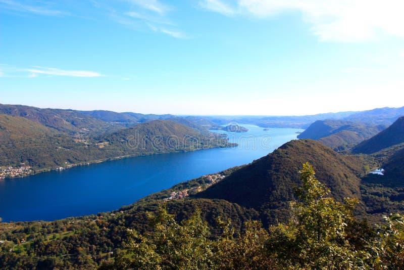 Lago ed isola Orta in Italia del Nord immagini stock
