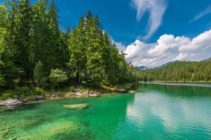 Lago Eibsee en Baviera Alemania fotos de archivo