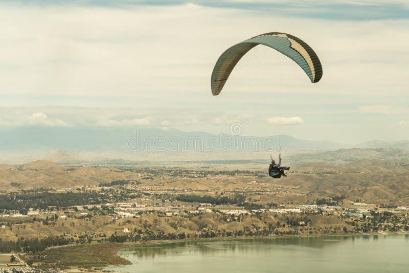 Lago Elsinore, Califórnia/Estados Unidos - 18 de março de 2018: O lago Elsinore é a Meca interna do império para o li procurando  fotografia de stock royalty free