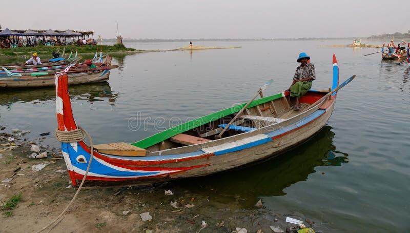 Lago em Amarapura, Mandalay fotografia de stock royalty free