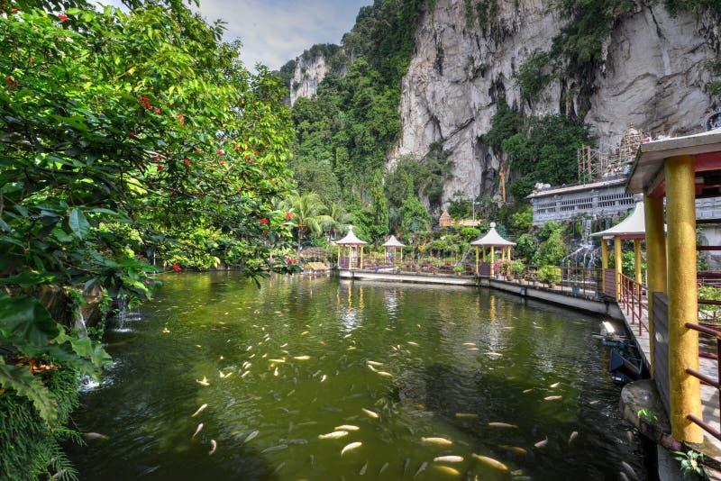 Lago em cavernas de Batu foto de stock