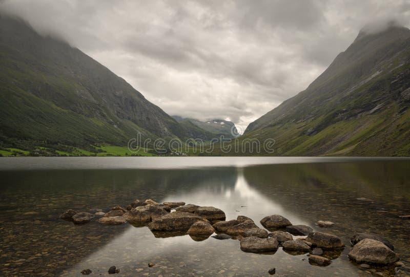 Lago em Eidsvatnet, Noruega 2013 imagens de stock royalty free