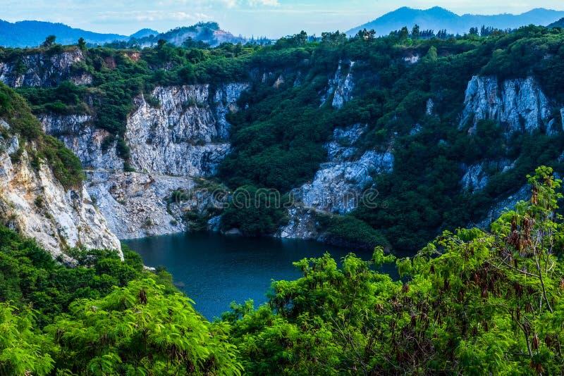 Lago em uma montanha fotografia de stock royalty free