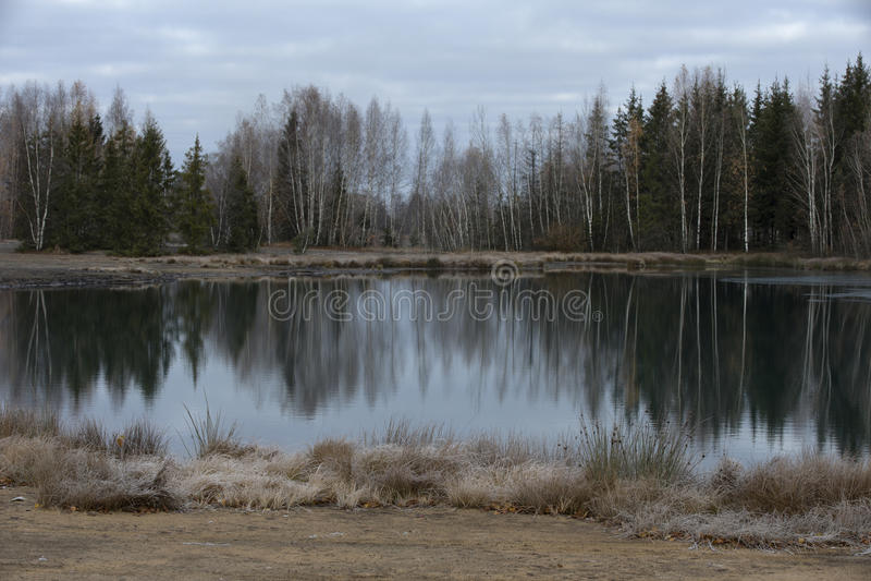 Lago em uma pedreira abandonada fotografia de stock