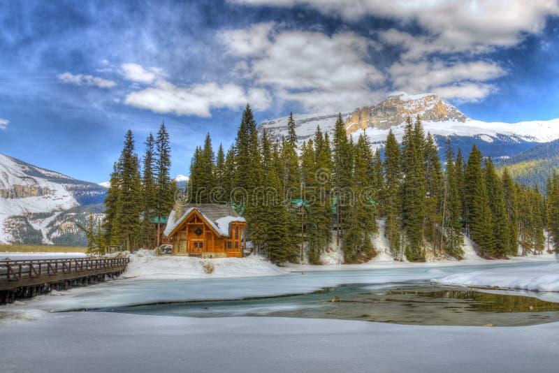 Lago emerald de HDR, Montanhas Rochosas canadenses imagens de stock