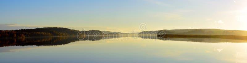 Lago en el oresjon de Suecia fotografía de archivo