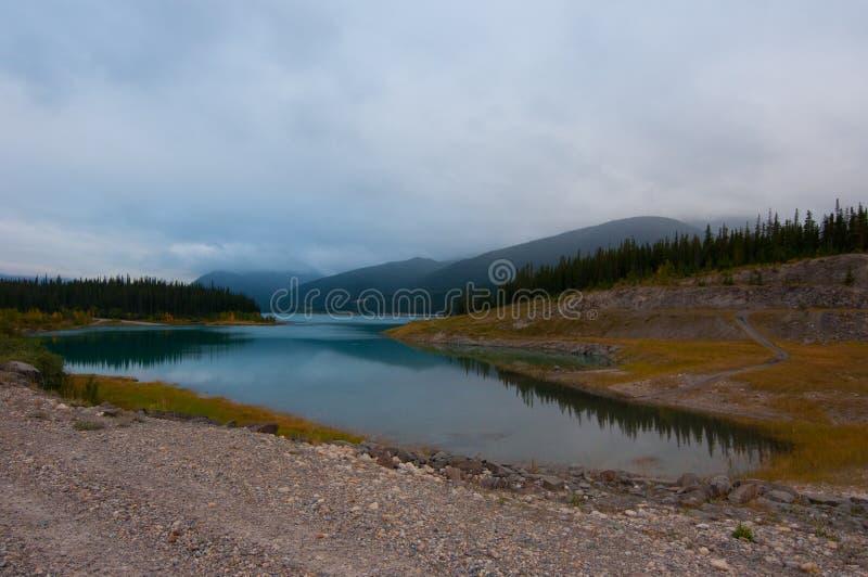 Lago en el país Alberta de Kananaskis fotografía de archivo libre de regalías