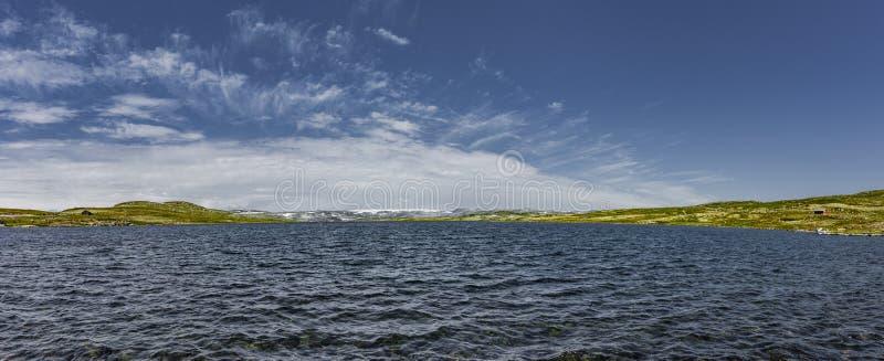 Lago en Hardangervidda en Noruega foto de archivo