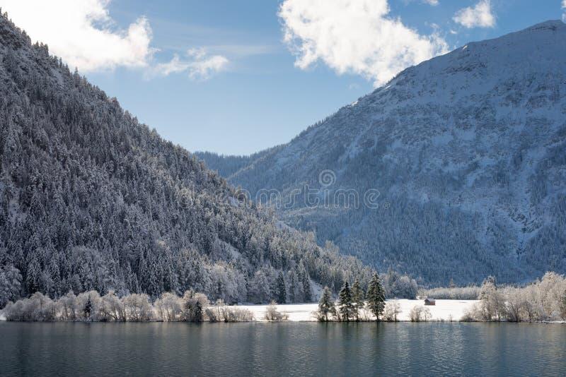 Lago en invierno foto de archivo