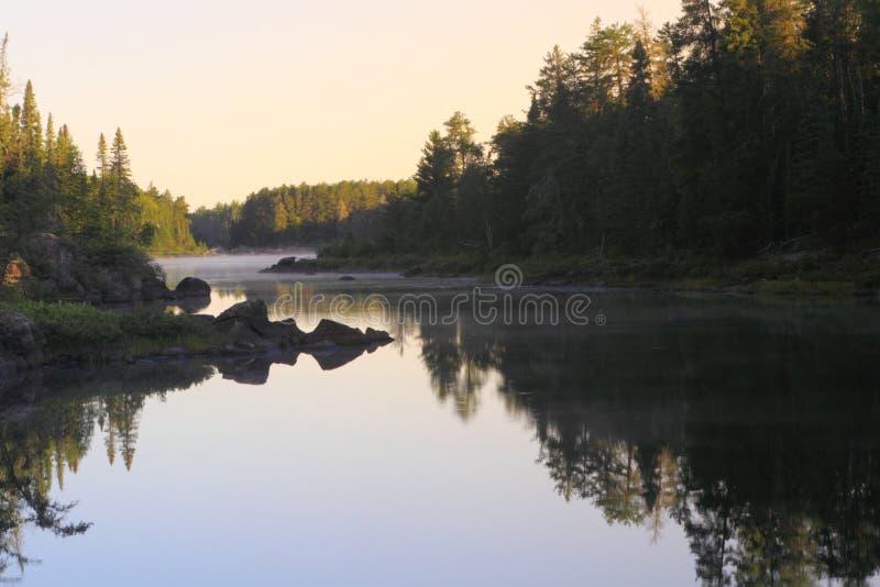 Lago en la salida del sol fotografía de archivo libre de regalías