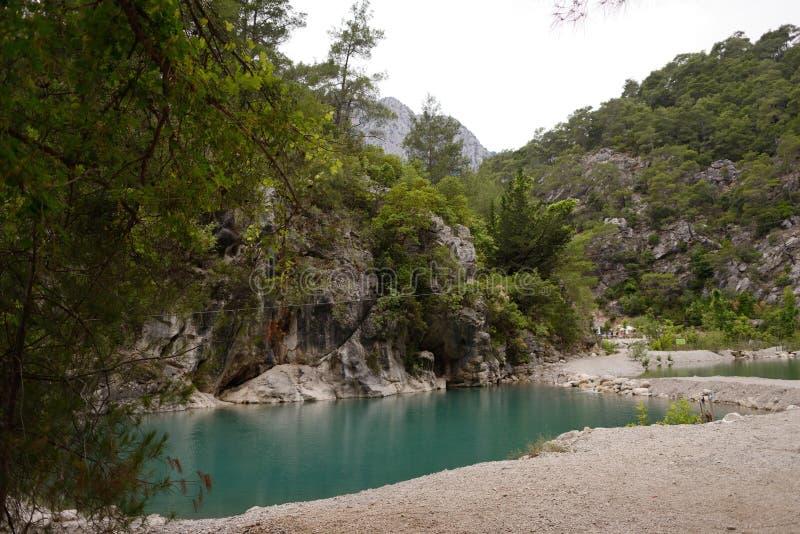 Lago en las montañas foto de archivo libre de regalías