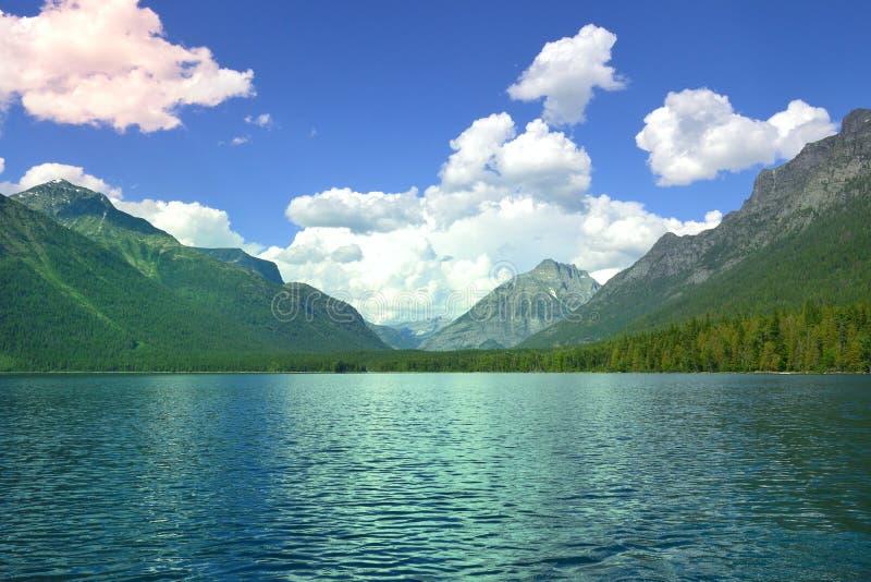 Lago en las monta?as foto de archivo