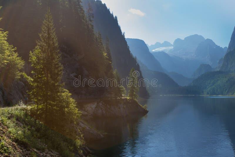 Lago en montañas fotografía de archivo libre de regalías