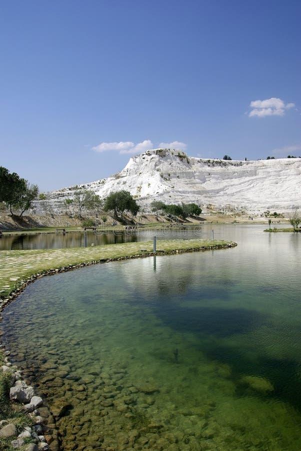Lago en Pamukkale. Fenómeno de la naturaleza. Turquía. foto de archivo libre de regalías