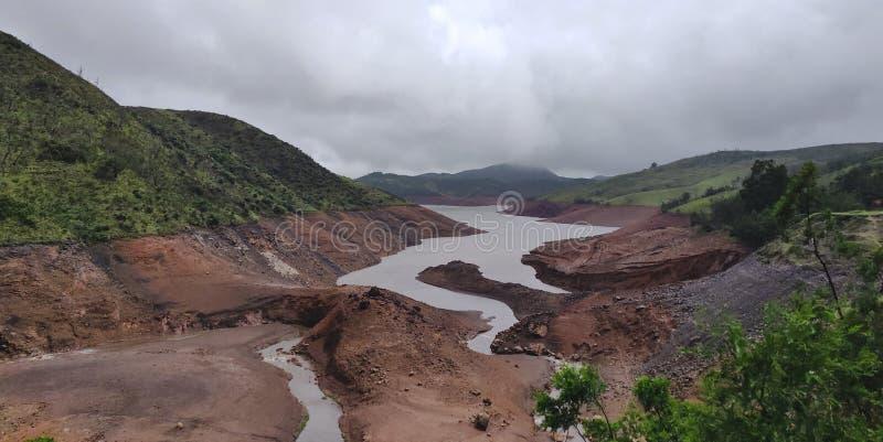 Lago en un valle de Ooty, la India foto de archivo