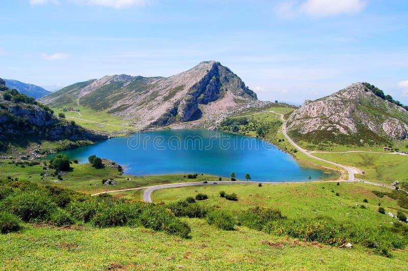 Lago Enol, lacs de Covadonga photo libre de droits