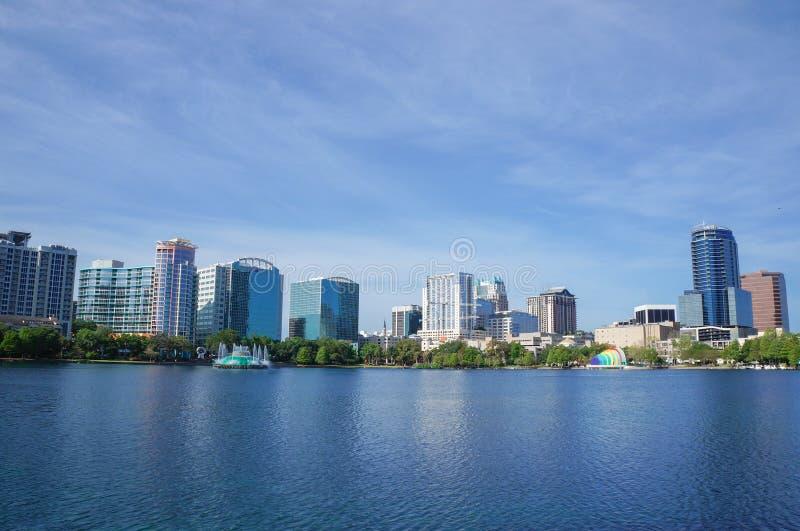 Lago Eola, grattacieli, orizzonte e fontana Orlando del centro, Florida, Stati Uniti, il 27 aprile 2017 fotografia stock