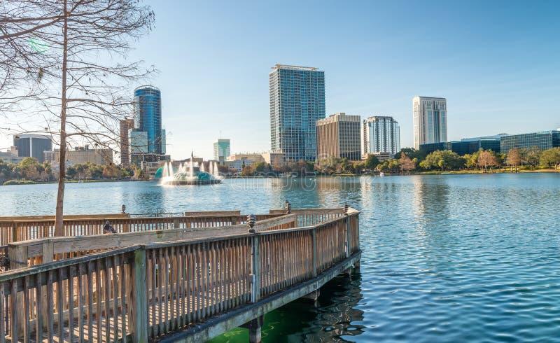 Lago Eola y edificios en Orlando imagen de archivo libre de regalías