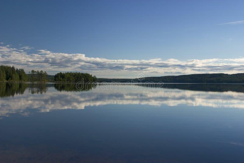 Lago escandinavo fotos de stock
