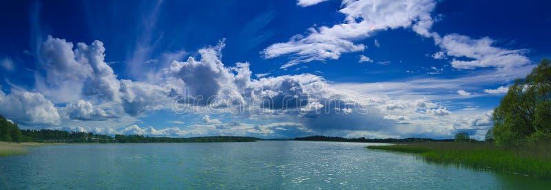 Lago escandinavo do verão fotografia de stock