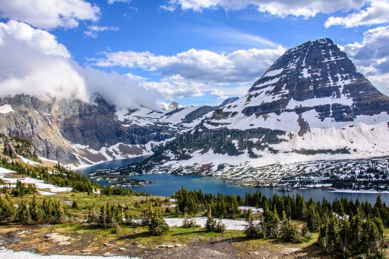 Lago escondido no parque nacional de geleira, Montana EUA imagens de stock