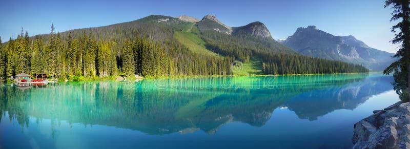 Lago esmeralda, parque nacional de Yoho, Canadá fotografía de archivo
