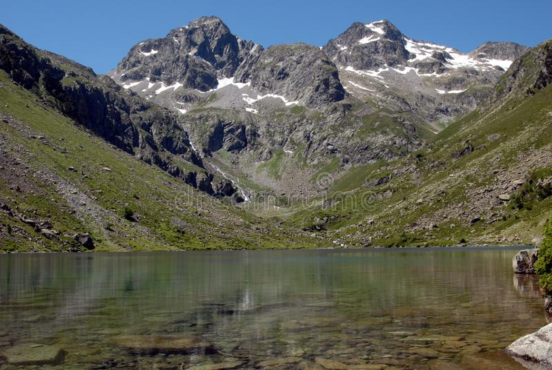 Lago Estom in Pirenei francesi immagine stock