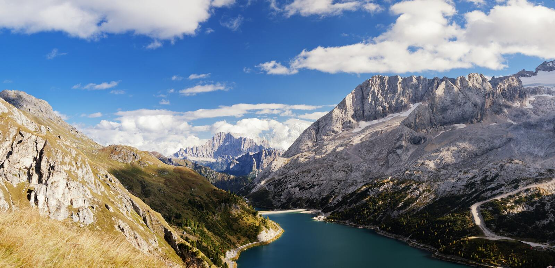 Lago Fedaia in dolomia fotografia stock