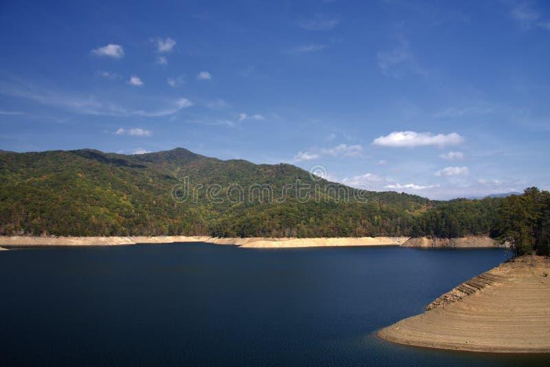 Download Lago Fontana foto de archivo. Imagen de pico, paisaje - 7280428