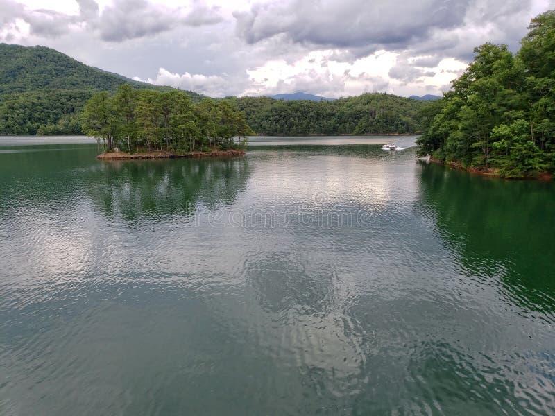 Lago Fontana, visto da fuga apalaches na parte superior da represa de Fontana imagens de stock royalty free