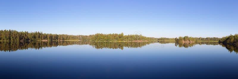 Lago forest en la calma foto de archivo libre de regalías