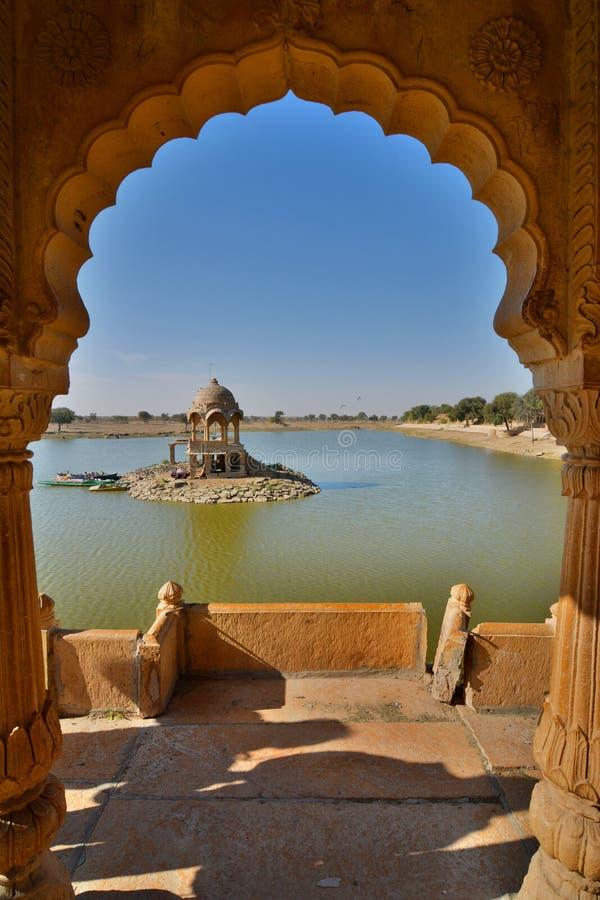 Lago Gadisar Jaisalmer Rajasthán La India foto de archivo