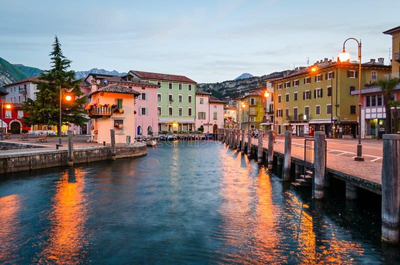 Lago Garda, cidade de Torbole (Trentino, Itália) imagens de stock