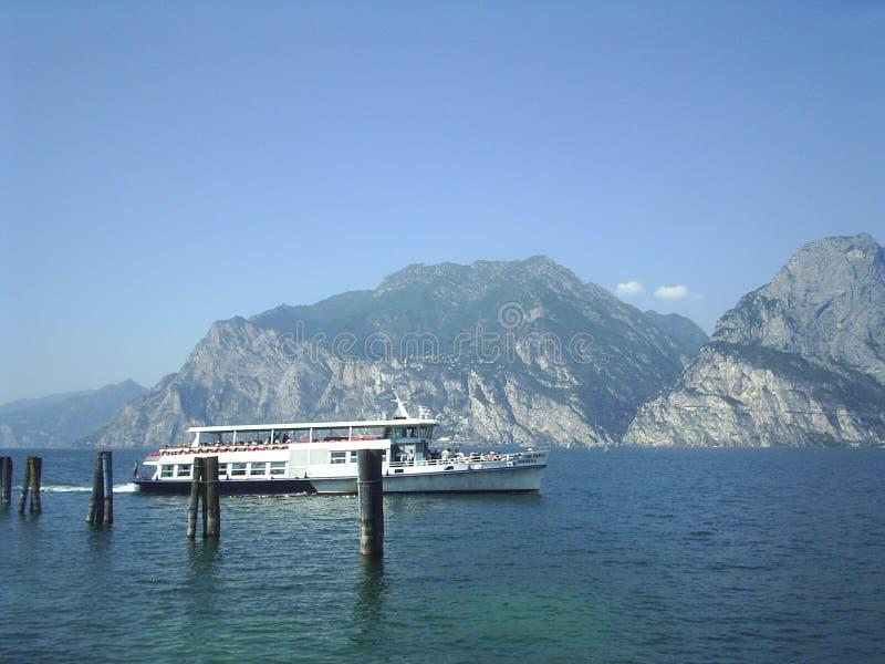 Lago Garda Italia ferryboat fotografía de archivo libre de regalías