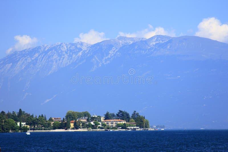 Lago Garda y Monte Baldo, Italia fotografía de archivo