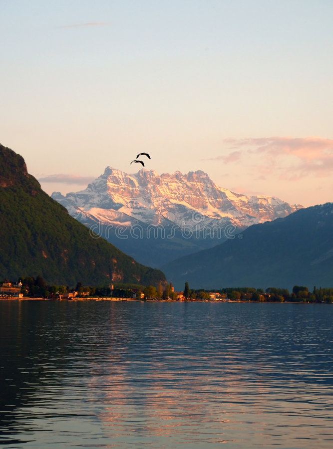 Lago Genebra e dentes du Midi imagem de stock royalty free