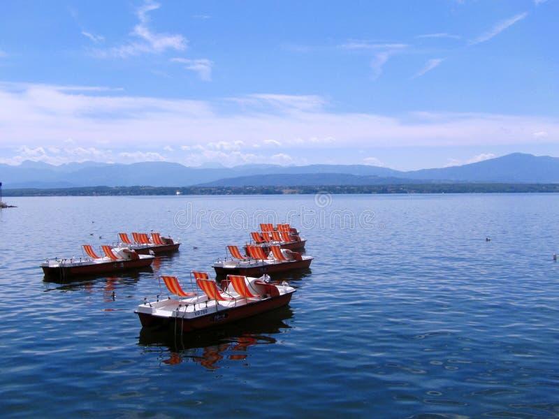 Download Lago geneva foto editorial. Imagen de verano, sunbath - 100529776
