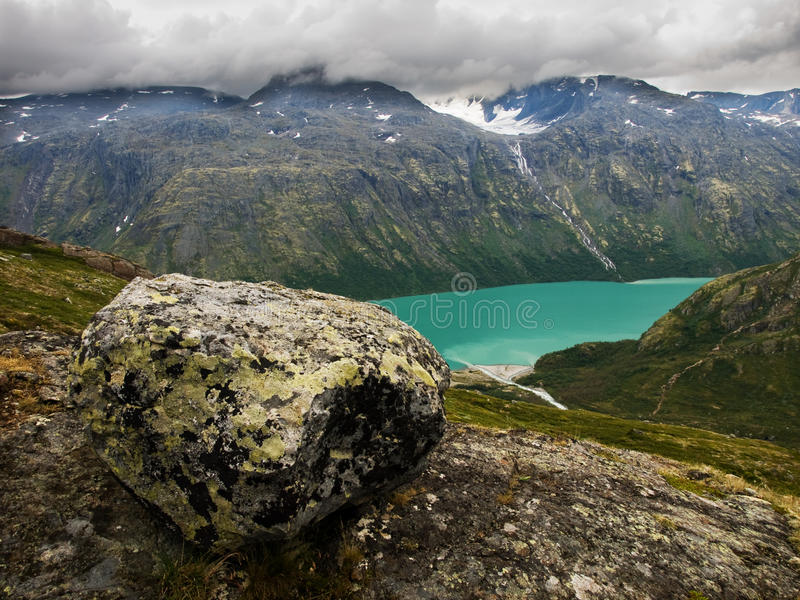 Lago Gjende dalla cresta di Besseggen, Norvegia fotografia stock