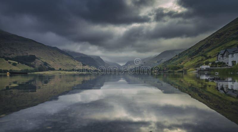 Lago glacial cênico Talyllyn em Gales norte imagem de stock