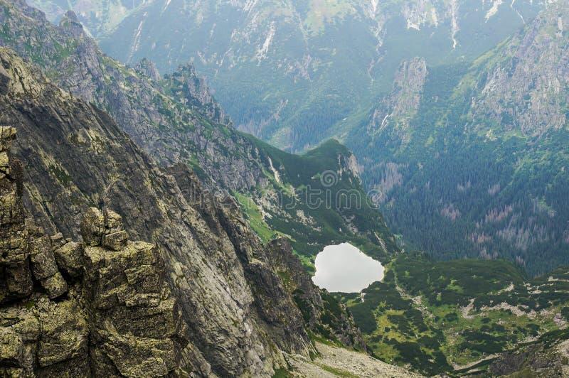 Lago glaciale della bella montagna, Slovacchia immagini stock