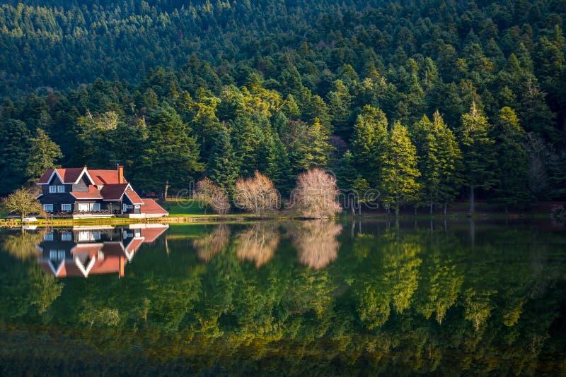 Lago Golcuk en Bolu, Turquía foto de archivo libre de regalías