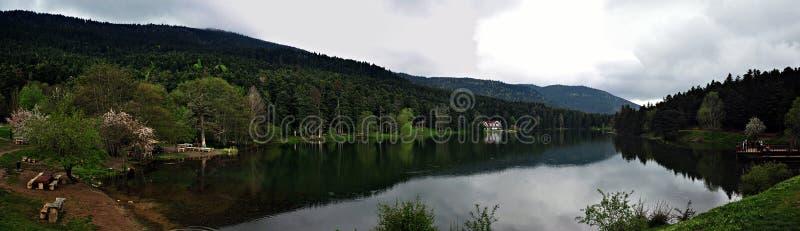 Lago Golcuk en Bolu, Turquía imágenes de archivo libres de regalías