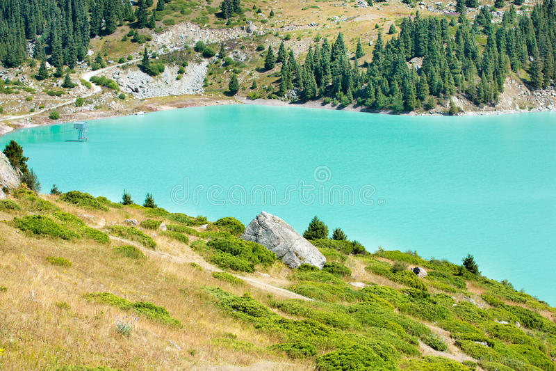 Lago grande escénico espectacular almaty, Tien Shan Mountains en Almaty, Kazajistán fotografía de archivo libre de regalías