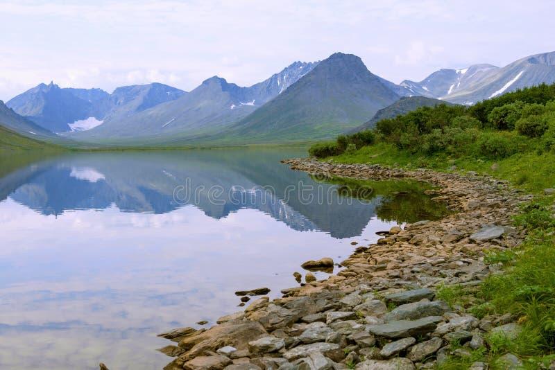 Lago grande Hadataeganlor Ural polar, Yamalo-Nenetsky Okrug autónomo Rusia fotografía de archivo