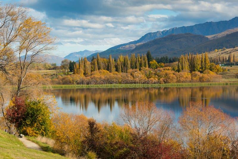 Lago Hayes en otoño imagen de archivo libre de regalías