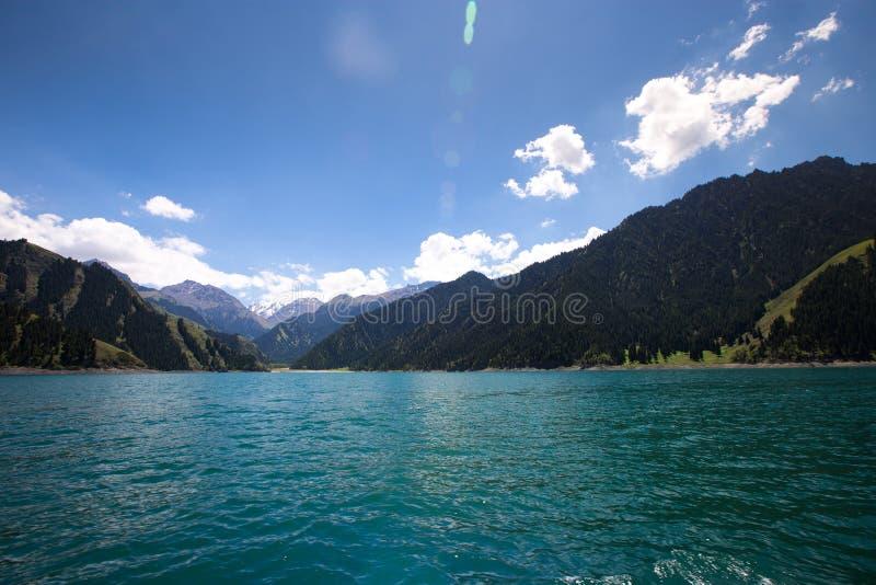 Lago heaven encima de la montaña en Urumqi, JinJiang, China imagen de archivo libre de regalías