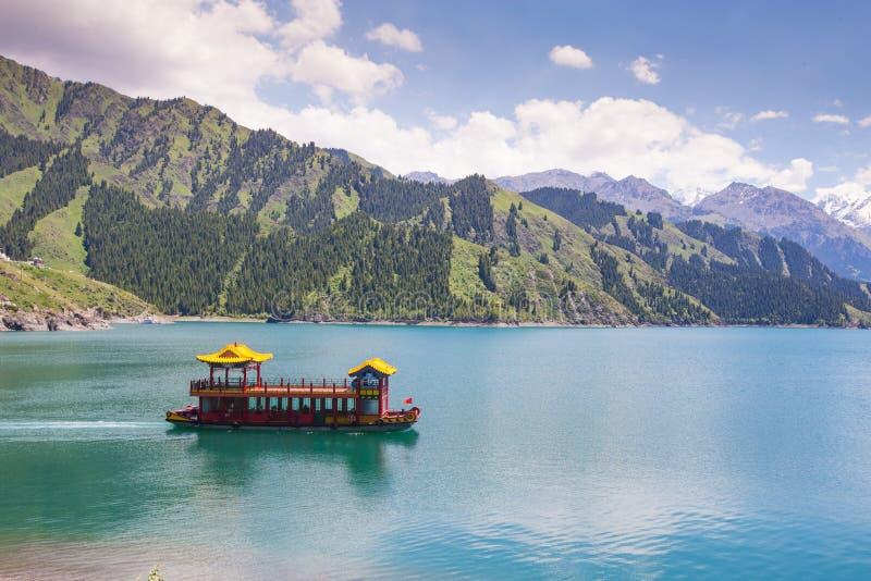 Lago heaven encima de la montaña en Urumqi, JinJiang, China fotografía de archivo libre de regalías