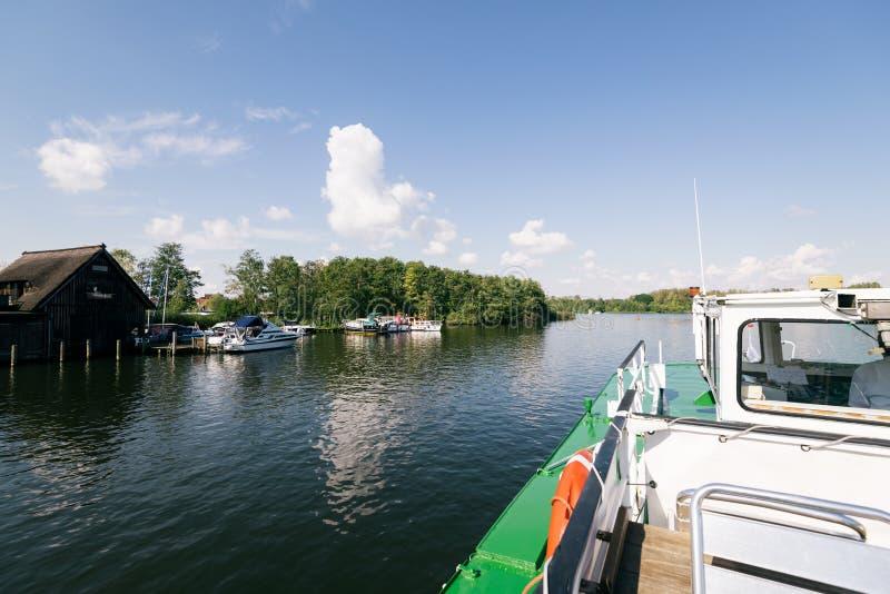 Lago Heidensee; em Schwerin; Alemanha imagem de stock royalty free